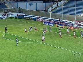 Inter vence e assume a vice-liderança do Brasileirão - Em Macaé, o time gaúcho fez 3 a 2 no Fluminense. Na Vila Belmiro, o Santos fez 4 a 1 na Portuguesa. Confira os gols deste sábado (13).