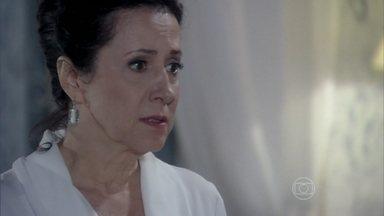 Lídia conta para Nicole que falou com Pilar sobre Thales - A governanta aconselha a milionária a conhecer melhor o escritor antes de se casar