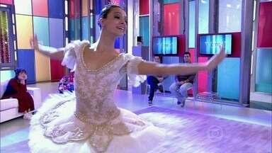Márcia Jaqueline se apresenta no palco - Ela conta como chegou a bailarina do Teatro Municipal