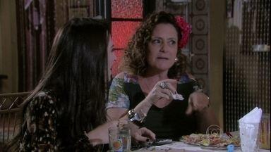 Márcia conta para Maciel que quase se casou com Gentil - Ele fica confuso com a presença do motorista