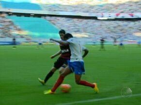 Retorno do clássico Ba-Vi à Série A é marcado por equílibrio e grandes lances - Torcidas deram espetáculo na arquibancada da Arena Fonte Nova. Partida terminou em 0 a 0.
