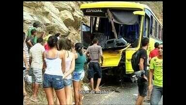 Sobe para três o número de mortes em acidente com ônibus de romeiros no Cairi - Acidente ocorreu no interior do Ceará.