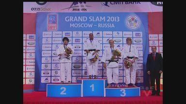 Judoca Maria Suelen Altheman fatura medalha de ouro no Grand Slam de Moscou - A judoca Maria Suelen Altheman, de Santos, faturou a medalha de ouro no Grand Slam de Moscou, na Rússia. A conquista veio no último domingo (21).