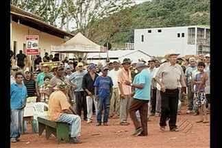 Garimpeiros acampam na entrada de acesso à mina subterrânea de ouro em Serra Pelada - O protesto é contra a empresa que vai explorar de forma mecanizada a mina.