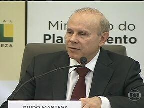 Governo anuncia corte adicional de R$ 10 bilhões no Orçamento - Com os R$ 28 bilhões anunciados em maio, o corte total, este ano, chega a R$ 38 bilhões, o menor corte anual do governo Dilma. Nesta segunda-feira (22) o ministro da Fazenda também anunciou uma revisão para o crescimento do PIB este ano.