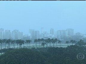 Previsão de tempo nublado e chuva para o Rio de Janeiro - A terça-feira (23) será de tempo fechado, com céu nublado e chuva a qualquer momento. As temperaturas também vão abaixar devido a passagem de uma frente fria pelo estado.