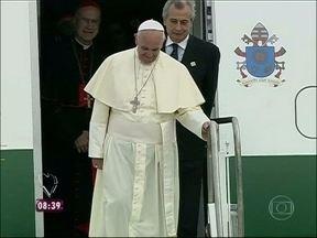 Emoção e aglomeração: reveja a chegada do Papa Francisco ao Brasil - Ele foi recebido pela presidente Dilma Rousseff para a Jornada Mundial da Juventude