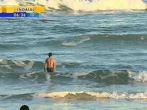 Sol leva pessoas à praia no fim de semana - Sol leva pessoas à praia no fim de semana