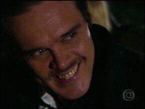 Clóvis e Sônia trocam de carro durante a fuga - Sõnia pede ajuda a Gilberto, mas ele nega