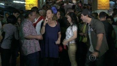 Gentil, Márcia, Valdirene e Carlito chegam ao show de forró - A ex-chacrete incentiva a filha a conquistar o vocalista da banda Aviões do Forró