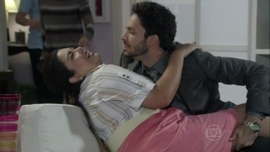 Perséfone leva Rafael embriagado para casa - Joana se preocupa com a amiga