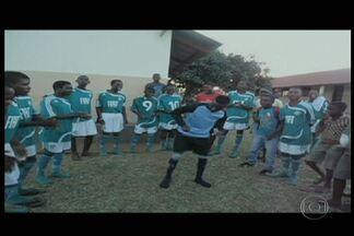 Jardineiro do Palmeiras tem projeto social com crianças de Moçambique - Projeto leva futebol aos moradores do país africano