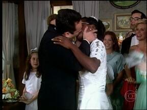 Joélson e Dedé se casam - O casal compartilha a felicidade com os amigos