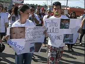 Depois da morte de criança de dois anos família protesta contra serviço de saúde - A família afirma que o garoto teve um diagnóstico errado. A criança passou por dois postos de saúde e um hospital em São José dos Pinhais e Curitiba.
