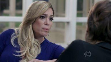 Pilar tenta convencer Edith a não fazer um escândalo - A moça avisa que não vai abrir mão do dinheiro
