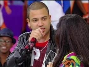 Projota explica o que é um 'Rap de Mina' e diz porque tem criado músicas apelativas - Atendendo ao pedido de Regina Casé, Rapper também canta 'Mulher'