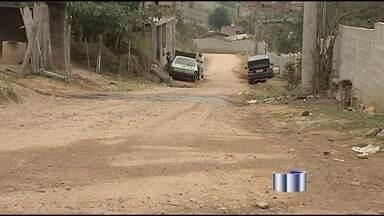 Moradores de São José dos Campos (SP) reclamam de linhas de ônibus - A manhã desta terça-feira foi de protesto em São José dos Campos. Moradores que dependem dos ônibus na cidade reclamam da redução do número de linhas, da mudança de alguns pontos e da demora na espera pelo transporte coletivo.