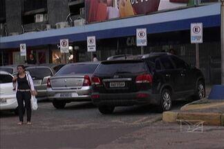 Em São Luís, muitos motoristas não respeitam vagas a pessoas com deficiência e idosos - A reserva desse tipo de vaga é garantida por lei.