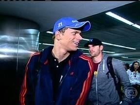 Cesar Cielo desembarca em São Paulo após tricampeonato no Mundial de Esportes Aquáticos - Thiago Pereira também desembarca com medalhas e grandes resultados para o Brasil.