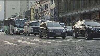 Polícia prevê força-tarefa para combater roubo de carros na região - A polícia já prevê a criação de uma força-tarefa para combater roubo de carros na Baixada Santista e Vale do Ribeira. Este tipo de crime aumentou 40% na região em dois anos.