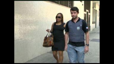 MPES confirma envolvimento de advogada no caso da Penitenciária de Viana - Segundo o Ministério Público, provas foram encontradas pela polícia no escritório da advogada Fatima Bianchi na manhã desta terça (6). Cerca de oitenta celulares entraram na penitenciária no período de um ano.