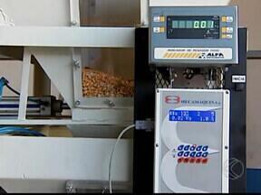 UFU assina primeiro contrato de transferência de tecnologia - Aluno de doutorado desenvolveu sistema de medição de umidade de grãos. Peça será comercializada por empresa da cidade.
