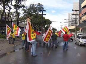 Sindicatos fazem protesto em frente à Federação das Indústrias da Bahia - A manifestação faz parte da mobilização nacional contra o projeto de lei que trata sobre a terceirização. Confira outras notícias em destaque.