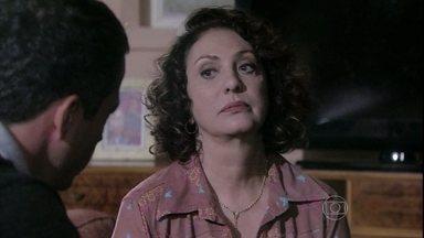 Ordália convence Bruno a aceitar que Paloma encontre Paulinha - O corretor comenta que a pediatra o procurou pedindo ajuda para resolver problemas pessoais, mas garante que não existe possibilidade de reconciliação entre eles. Ordália aconselha o filho a pensar na felicidade de Paulinha