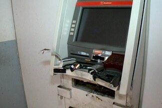 Bandidos explodem caixa eletrônico na cidade de Barra de São Miguel, Cariri da Paraíba - Veja com exclusividade as imagens do circuito de segurança que mostram momento da explosão.