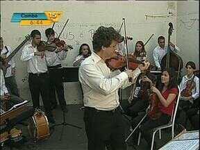 Orquestra se apresenta para presas em Londrina - Justiça faz mutirão carcerário para diminuir a superlotação das cadeias e distritos policiais da região.