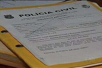 Casal suspeito de tentar comprar recém-nascido se apresenta à polícia, em Morrinhos, Goiás - O casal de ciganos suspeitos de comprar um bebê em Morrinhos, no sul do estado, se apresentou à Polícia Civil. Sem o flagrante, os dois foram liberados, mas ainda podem ser preso.