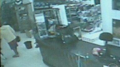 Imagens mostram suspeitos em roubo a loja em Coronel Fabriciano - Um menor envolvido na ação já foi apreendido.
