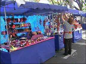 Feira dos artesãos de Sorocaba é opção para compra de presentes para os pais - Uma opção para a compra do presente do Dia dos Pais é a Feager, feira de artesãos de Sorocaba (SP). Veja no vídeo do Bom Dia Cidade.