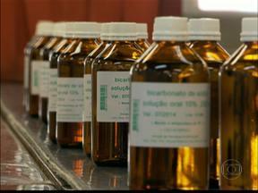 Hospital das Clínicas abre laboratório para a visitação - Para mostrar como o fornecimento de medicamentos é complicado, o Hospital das Clínicas abriu as portas do laboratório para a população. No tour do medicamento, o paciente aprende também como guardar os remédios em casa.