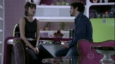 Patrícia dispensa Michel - Ele propõe a ela uma relação a três e ela termina de vez o relacionamento