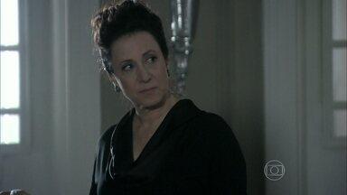 Lídia volta à casa de Nicole - Leila resiste, mas Thales admite a volta da governanta