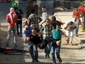 Oposição desafia governo e novos confrontos deixam dezenas de mortos - Os partidários do presidente deposto, Mohamed Morsi, foram às ruas de várias cidades demonstrar repúdio ao massacre que deixou mais de 600 mortos nos últimos três dias.