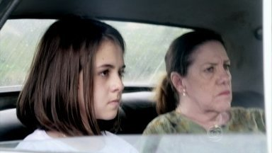 Paulinha se apavora - Ciça explica que ela foi sequestrada. Ninho tenta manter o controle da situação