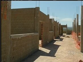 Obra de escola municipal de Palmas está parada por falta de pagamentos aos pedreiros - Obra de escola municipal de Palmas está parada por falta de pagamentos aos pedreiros