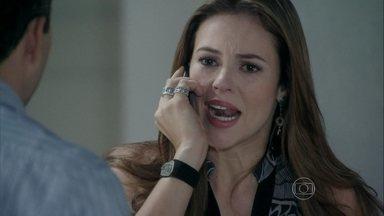 Paloma tenta falar com Ninho - Alejandra pede mais dinheiro a Félix. Ele promete arrumar mais para que eles levem Paulinha para fora do país. Pilar desconfia da atitude de Ninho e acredita que há algo por trás do sequestro. Félix vai à casa da irmã para consolá-la
