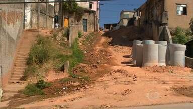 Parceiros voltam a locais visitados no Aglomerado da Serra e na Pedreira Prado Lopes - Obras no Beco de baixo, no Aglomerado da Serra, e Vila Viva, na Pedreira Prado Lopes, ainda estão longe de oferecer segurança aos moradores.