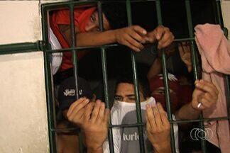 Agentes prisionais paralisam atividades e proíbem visitas a presos em cadeias de Goiás - A paralisação teve início na segunda-feira (19), quando presos que seriam transferidos à Casa de Prisão Provisória (CPP) foram impedidos de entrar no local e tiveram que retornar às delegacias.