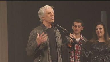 Nuno Leal Maia é homenageado por trabalhos no palco, cinema e TV - A homenagem aconteceu na abertura da 5ª mostra de teatro do sindicato dos metalúrgicos