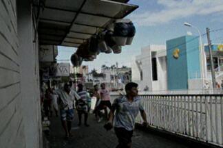 Confusão entre agentes da Prefeitura e vendedores ambulantes no centro de João Pessoa - Depois da confusão, representantes da Sedurb estão dialogando com ambulantes para tentar encontrar uma solução.