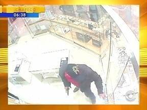 Câmeras registram assalto em shopping - Câmeras registram assalto em shopping
