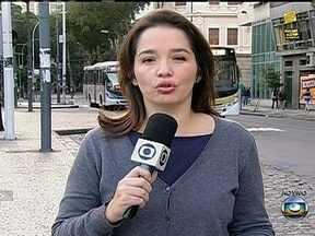 Sérgio Cabral sanciona lei que transfere licença de taxistas mortos a parentes - O governador Sérgio Cabral sancionou uma lei que prevê que as licenças dos taxistas que morrerem poderão ser transferidas para os parentes. Mas a decisão dividiu opiniões.