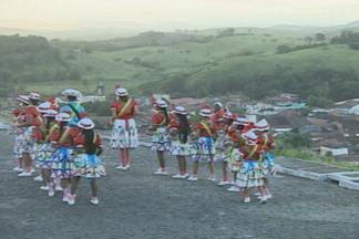 Grupo folclórico de mulheres preserva viva a cultura negra de mais de 150 anos em SE - Conheça o grupo folclórico Taieiras, de Laranjeiras, interior de Sergipe.