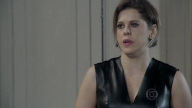 Edith confessa que ama Félix e diz que irá apoiá-lo - Tamara diz que a filha deve usar Jonathan contra César