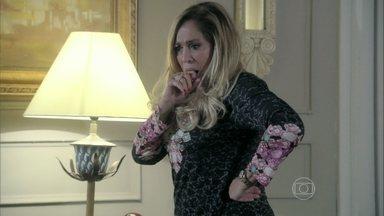 Pilar diz para a mãe que está quase se separando de César - Bernarda questiona a filha