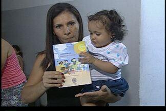 Muitos pais levaram crianças menores de 5 anos para tomar vacina em João Pessoa - Campanha incentiva a atualização do cartão de vacinação.